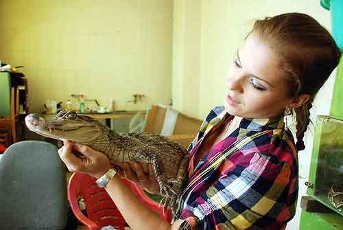 Дрессировщица питонов и крокодилов Юлия Добровольская