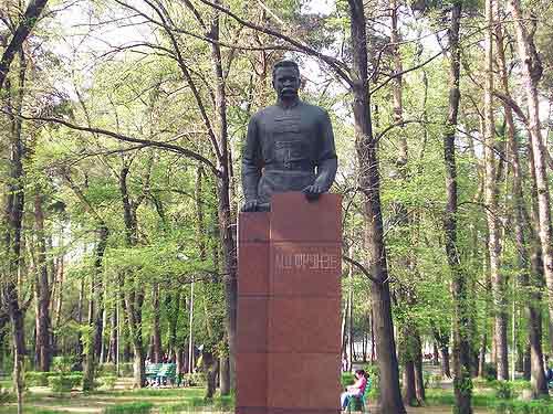 Памятник-бюст М. Фрунзе