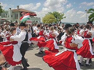 Венгры танцуют чардаш